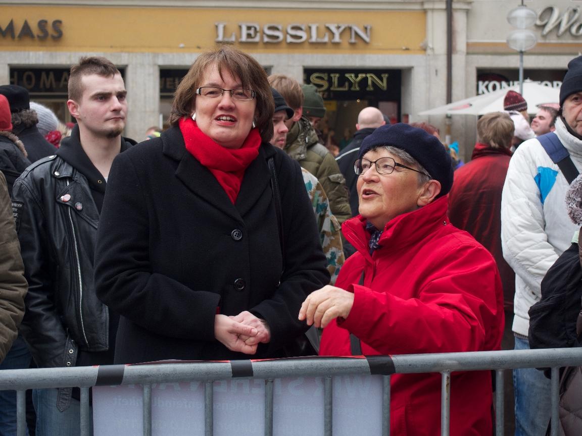 Auch eine Bürgermeisterin friert ;-) - Foto: Stefan Lorenz